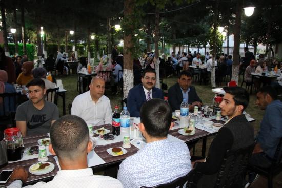 Canpolat belediye üyeleriyle iftar yaptı