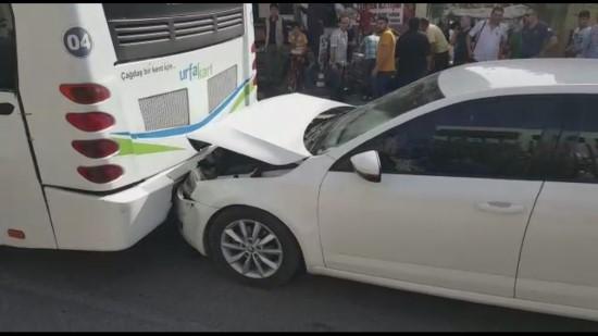 Otomobil halk otobüsüne çarpıştı: 1 yaralı