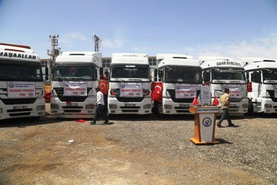 Şanlıurfa'dan sınır ötesine 8 tır insanı yardım