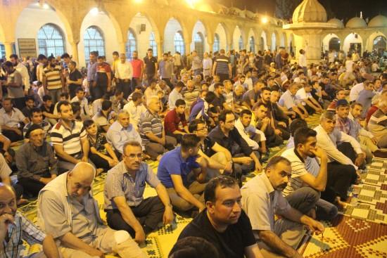 Şanlıurfa'da Kadir Gecesi'nde vatandaşlar camilere akın etti