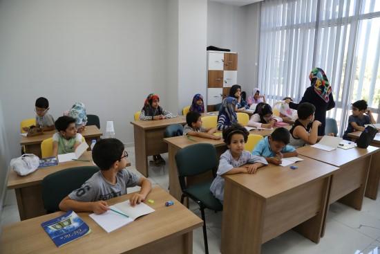 Haliliyeli çocuklar Kur'an-ı Kerim öğreniyor