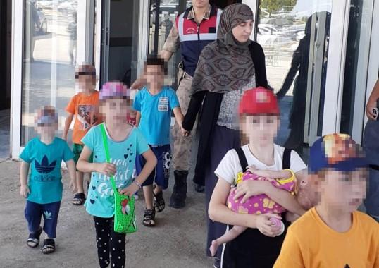 Interpol'ün listesindeki 2 DEAŞ'lı kadın Suriye sınırında yakalandı
