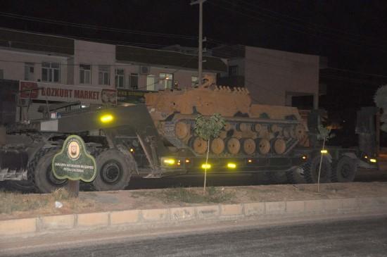 Suriye sınırına tank ve obüs sevkıyatı