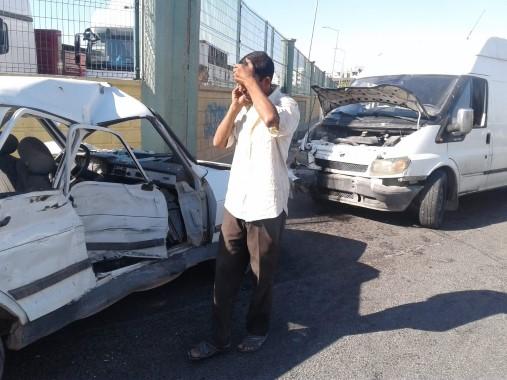 Minibüs otomobil ile çarpıştı: 8 yaralı