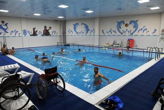 Şanlıurfa'da engelli vatandaşlara yüzme havuzu