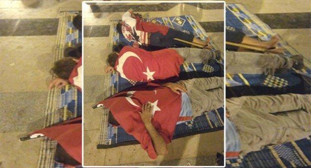Demokrasi Nöbetinde Bayrağa Sarılarak Uyudu