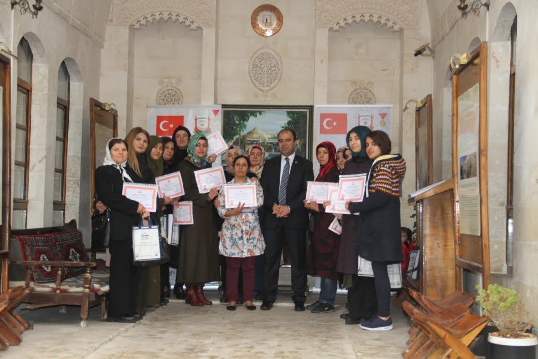 Yemek kursuna katılan kursiyerlere sertifikaları verildi